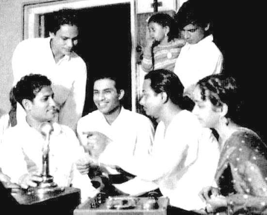 Geeta Dutt, Talat Mahmood, Hasrat Jaipuri and Mukul Roy