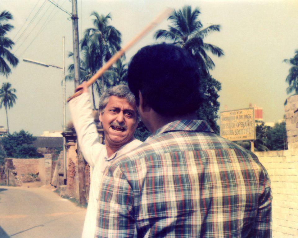 Soumitra Chattopadhyay in Aatanka [Terror]
