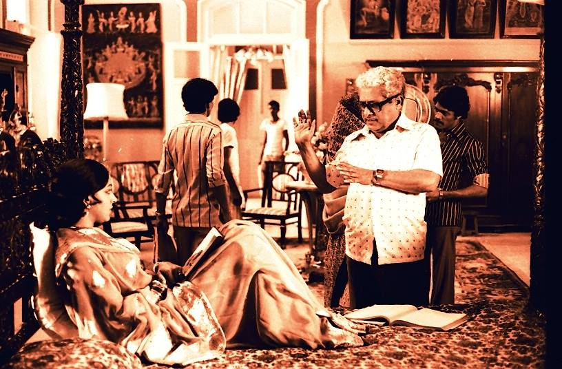 Director Basu Chatterji and Hema Malini on the sets of Ratnadeep