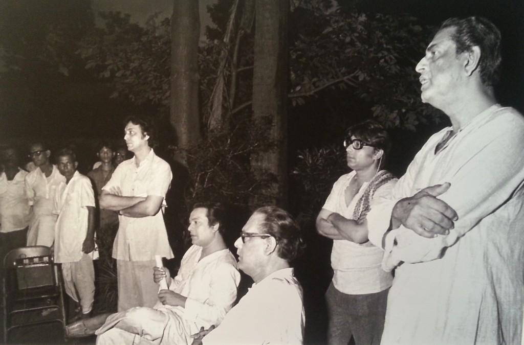 Soumitra, Uttam Kumar, Hemanta Mukherjee and Satyajit Ray in a meeting