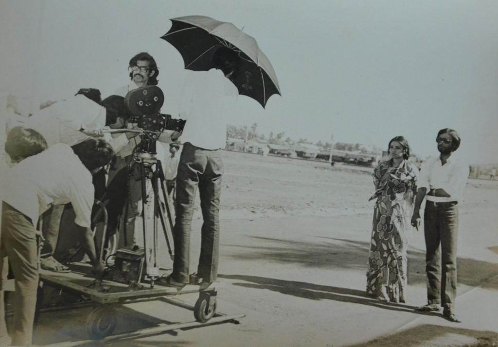 Vidya Sinha and Dinesh Thakur on the location shooting of Rajnigandha