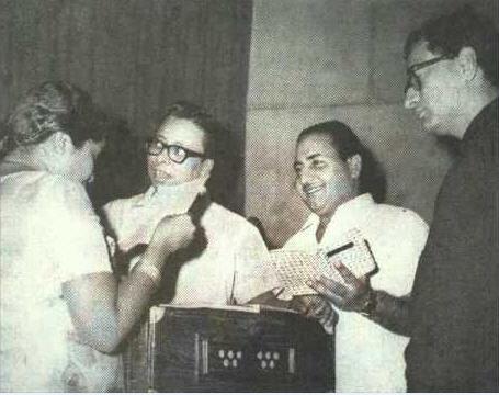 Asha Bhosle, RD Burman, Rafi and Vijay Anand