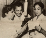 Madan Mohan with Lata Mangeshkar and Geeta Dutt at a recording from the film Baap Bete (1959)