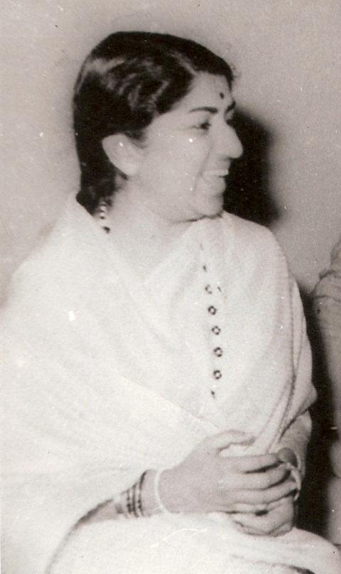 The young Lata Mangeshkar is all smiles (Pic: LataRamdas, Wikipedia Creative Commons License 4.0)