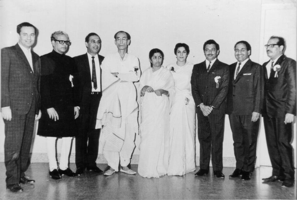 Legends All - At the S. D. Burman nite in 1967, with Mukesh, Majrooh Sultanpuri, Talat Mahmood, S.D Burman, Lata Mangeshkar, Nargis, Mohd Rafi and Manna Dey (Pic courtesy: Madanmohan.in)