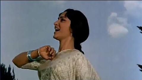 Waheeda Rehman in Kal ke sapne aaj bhi aana (Aadmi)