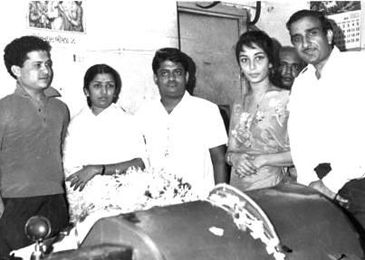 Laxmikant Pyarelal Lata Mangeshkar Sadhna and Raj Khosla (Anita)
