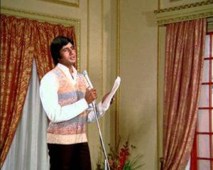 Main pal do pal ka shayar hoon is another hit Mukesh number in Kabhie Kabhie
