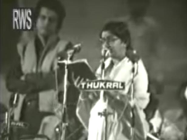 Lata Mangeshkar singing Aye mere watan ke