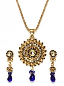 Sia Art Jewellery Gold Toned Earring & Pendant Set