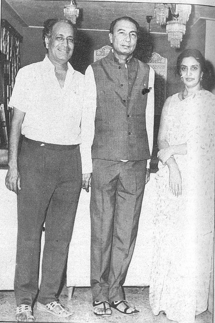 Sahir Ludhianvi (centre)