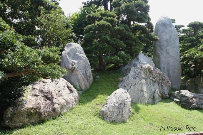 Bizarre shaped rocks in Nan Lian Garden