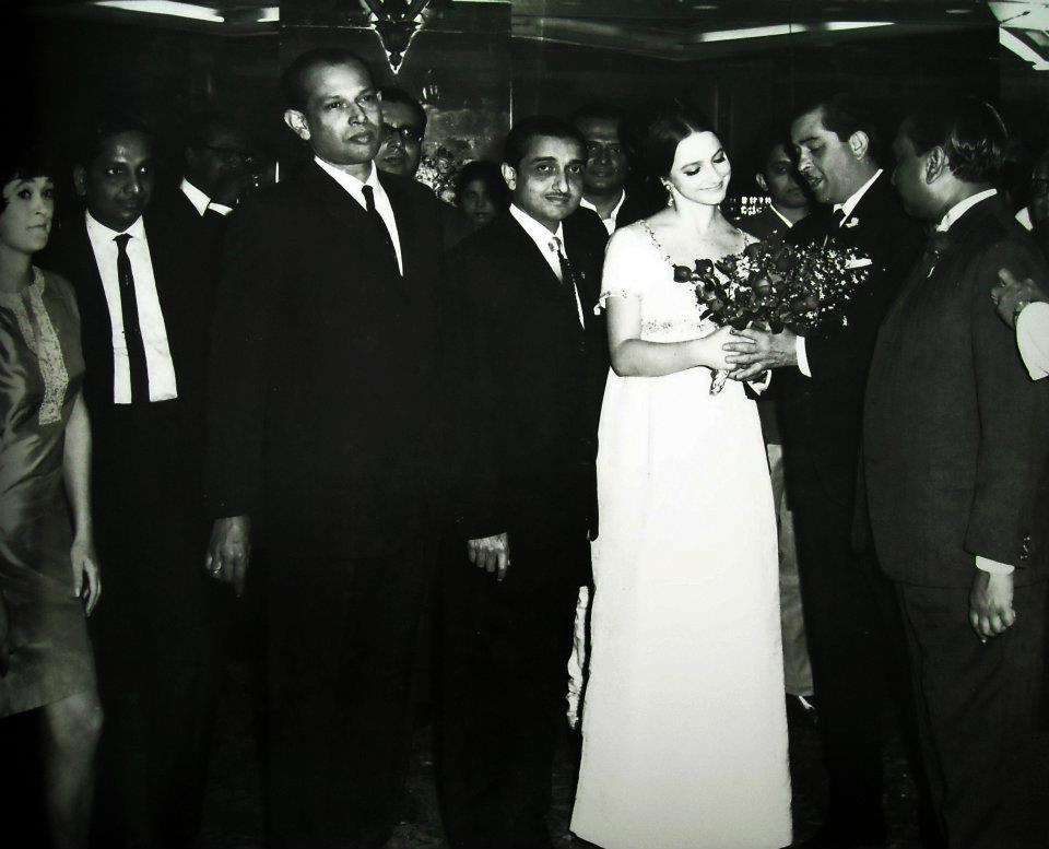 Tapan Sinha with Raj Kapoor, Hemen Ganguly and the Russian Actor [Mera Naam Joker] at the Mera Naam Joker premiere